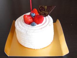 直径 10cm 程度のシンプルで可愛いケーキ
