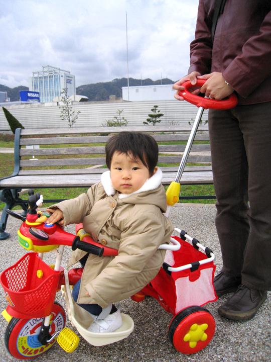 屋外での三輪車運転講習