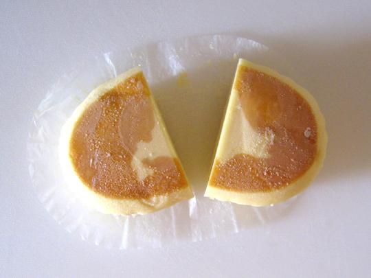 冷凍したチーズ蒸しケーキ